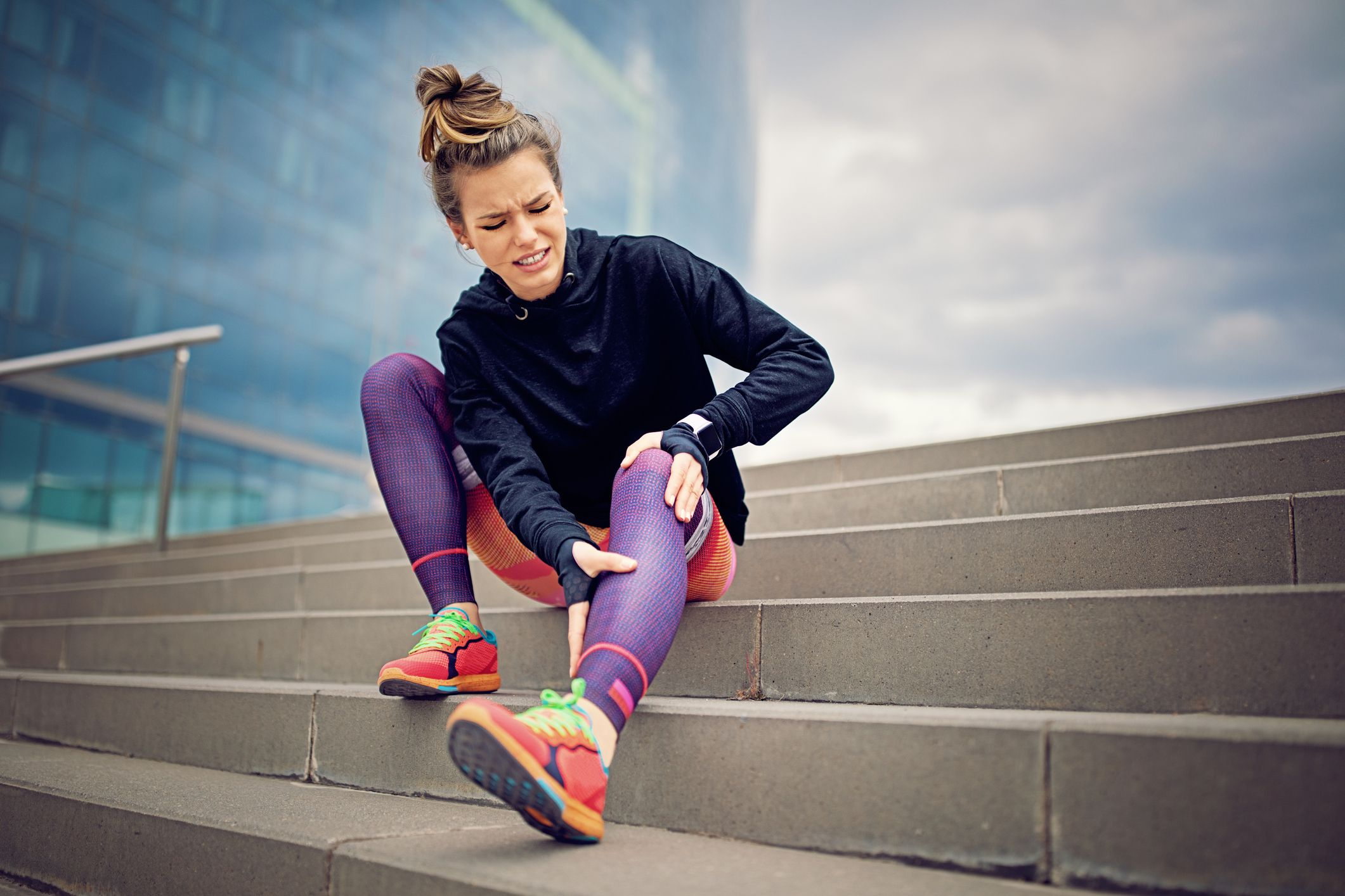 injured-runner-girl-is-sitting-on-the-city-stairs-royalty-free-image-899449982-1547549562