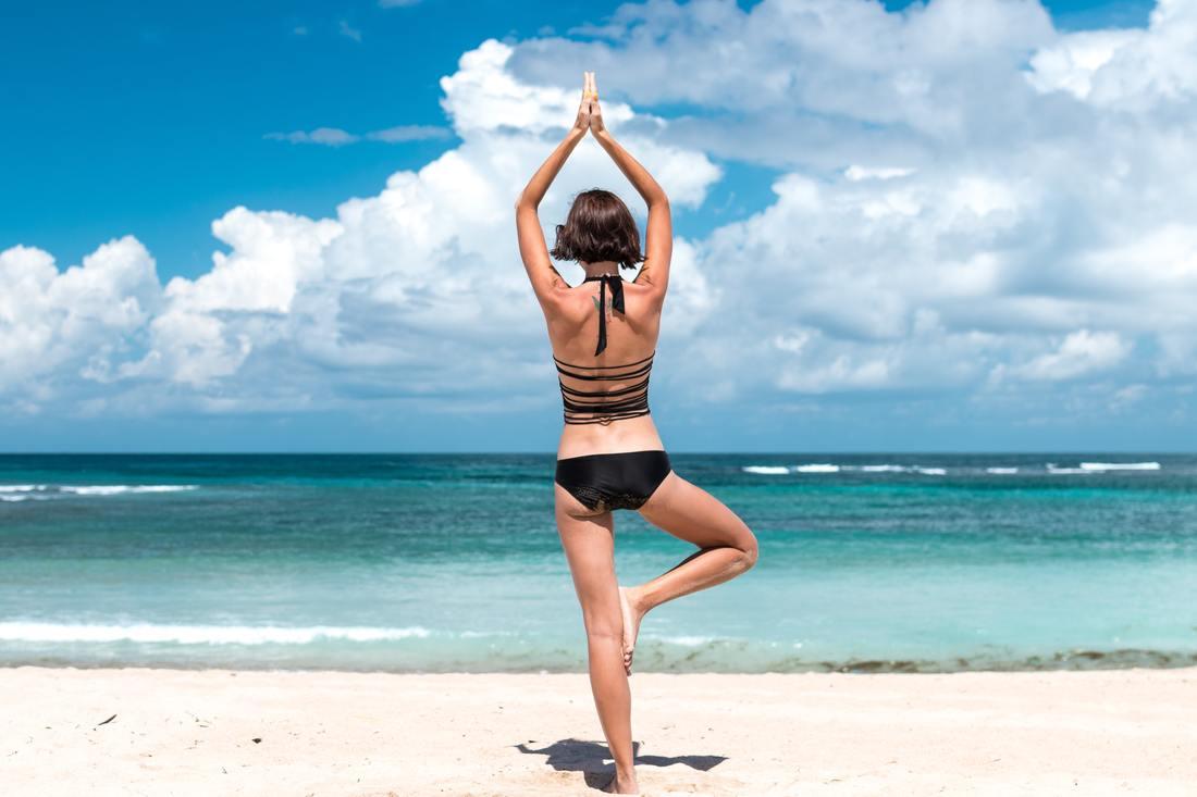 back-view-balance-beach
